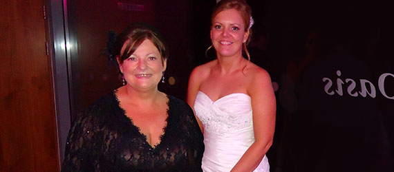 Mom miraculously appears in wedding photo